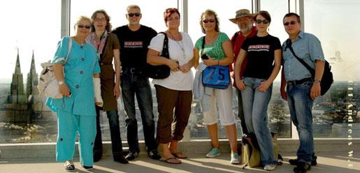 Bei Wind auf der KölnTriangle. Die illustre Gruppe war 9 Stunden zu Fuß in Köln unterwegs. Foto © Andreas Bräuer aka AndreasWB